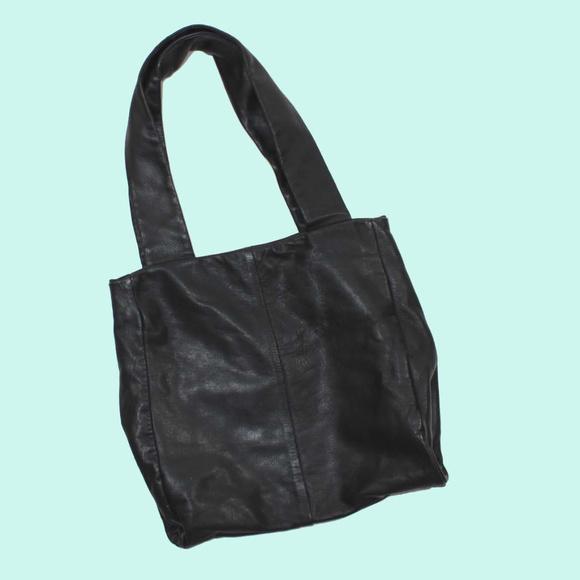 26e1cdf0551a4 VTG 80s Wide Strap Black Leather Tote Bag Purse